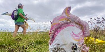 Gina passing pink unicorn near Barling credit Kevin Rushby
